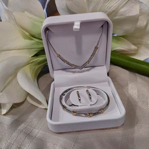 Jewelry - 925 Silver Diamond Necklace, Bracelet and Earing